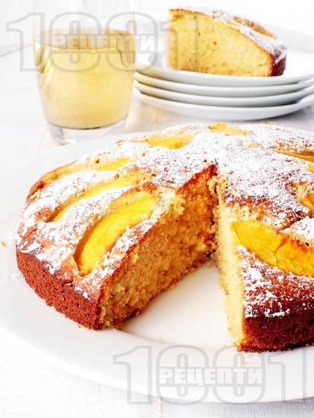Вкусен и лесен домашен кекс (сладкиш) с прясно мляко и пресни праскови (с бакпулвер или сода) - снимка на рецептата